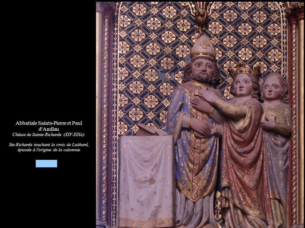 Abbatiale Saints-Pierre et Paul d'Andlau Châsse de Sainte-Richarde (XIV-XIXe): Ste-Richarde touchant la croix de Luithard, épisode à l'origine de la c