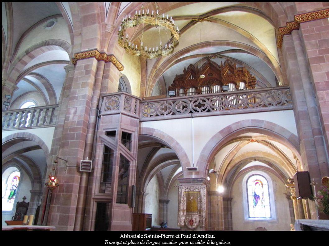 Abbatiale Saints-Pierre et Paul d'Andlau Transept et place de l'orgue, escalier pour accéder à la galerie
