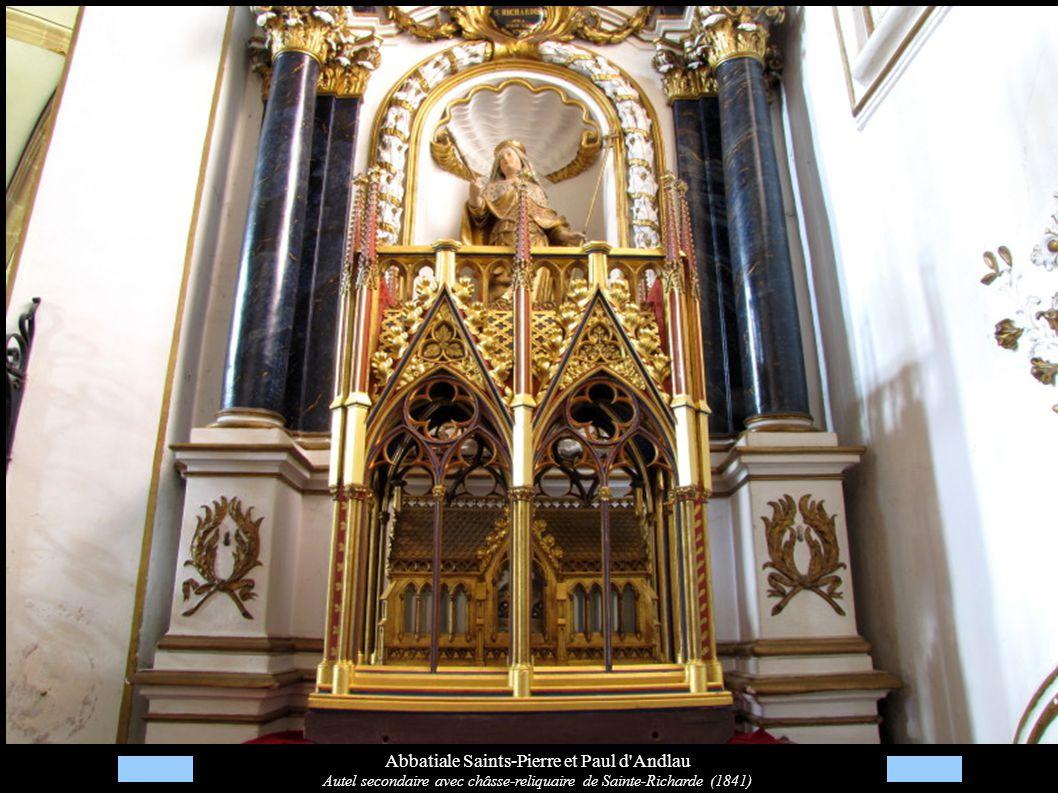 Abbatiale Saints-Pierre et Paul d'Andlau Autel secondaire avec châsse-reliquaire de Sainte-Richarde (1841)