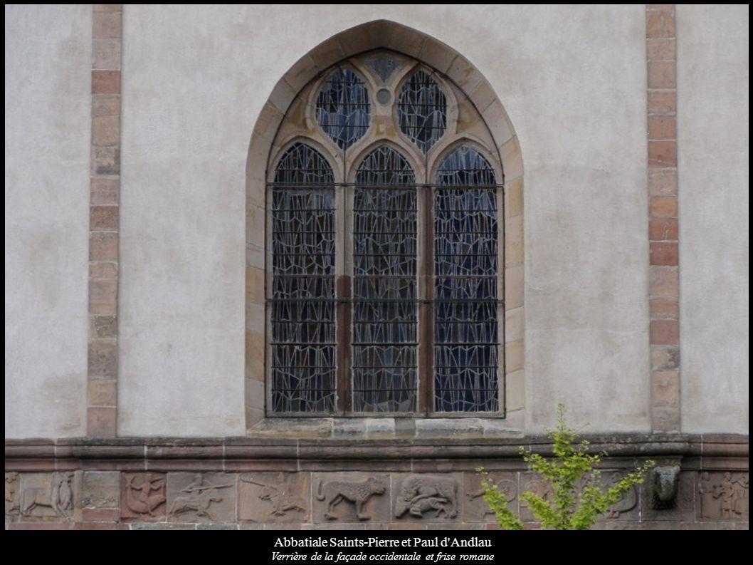 Abbatiale Saints-Pierre et Paul d'Andlau Verrière de la façade occidentale et frise romane