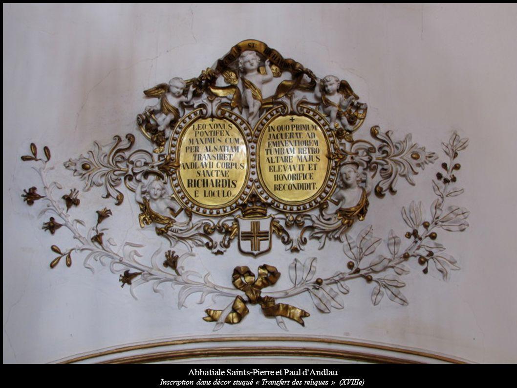 Abbatiale Saints-Pierre et Paul d'Andlau Inscription dans décor stuqué « Transfert des reliques » (XVIIIe)
