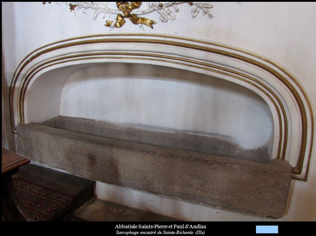 Abbatiale Saints-Pierre et Paul d'Andlau Sarcophage encastré de Sainte-Richarde (IXe)