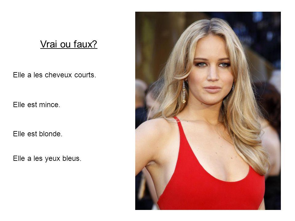 Elle a les cheveux longs. Elle est mince. Elle est blonde. Elle est intelligent. Vrai ou faux?