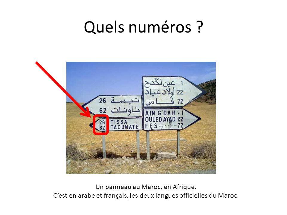 Quels numéros ? Un panneau au Maroc, en Afrique. C'est en arabe et français, les deux langues officielles du Maroc.