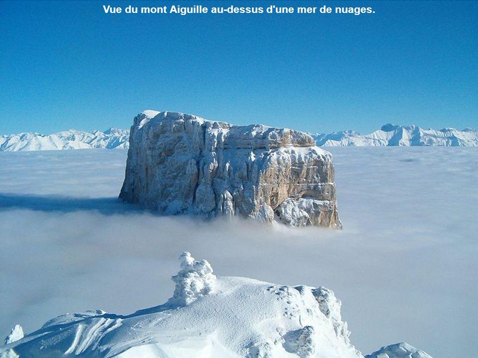Vue du mont Aiguille depuis le pas de l'Aiguille.