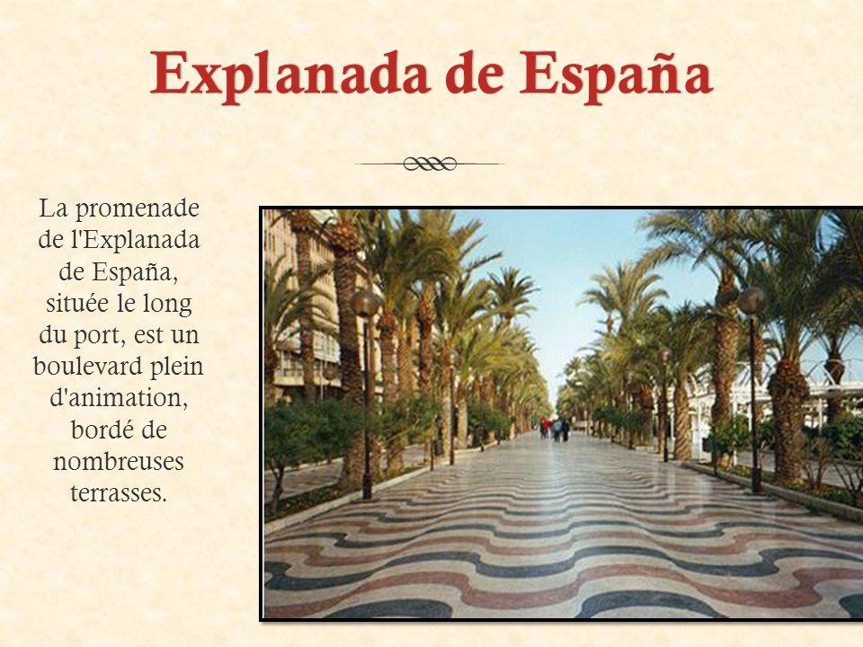 Explanada de EspañaExplanada de España La promenade de l Explanada de España, située le long du port, est un boulevard plein d animation, bordé de nombreuses terrasses.