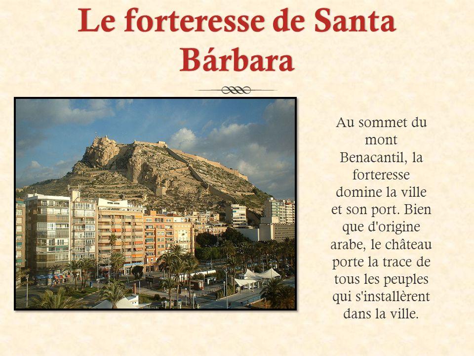 Le forteresse de Santa Bárbara Au sommet du mont Benacantil, la forteresse domine la ville et son port.