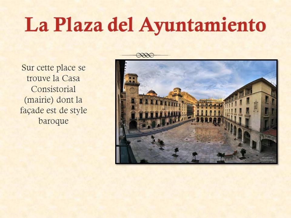 La Plaza del AyuntamientoLa Plaza del Ayuntamiento Sur cette place se trouve la Casa Consistorial (mairie) dont la façade est de style baroque