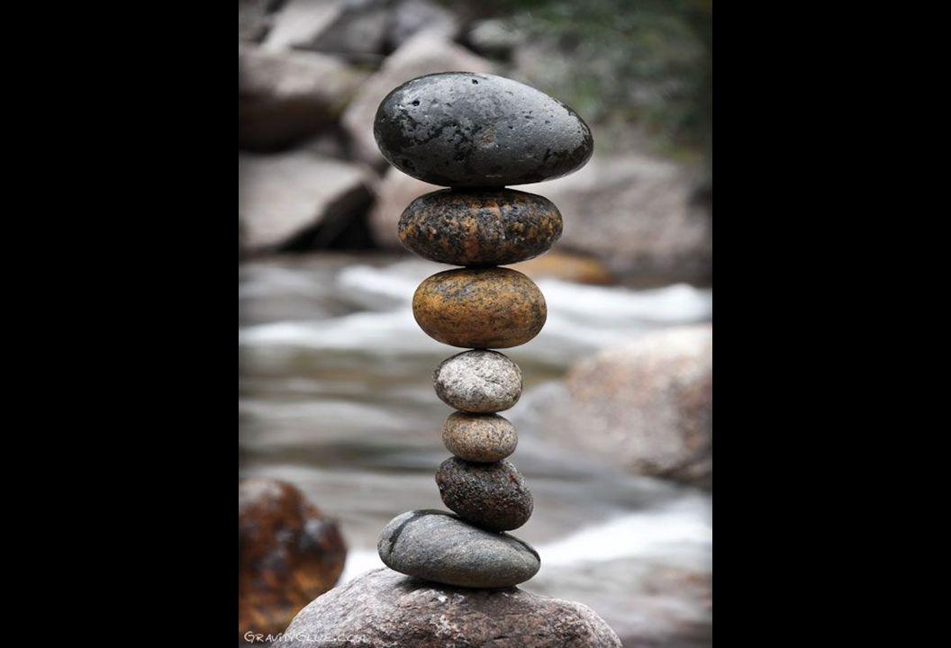bien que ce soit difficile à croire, ces sculptures de pierres tiennent toutes seules. Il n'y a ni fils de fer, ni colle, ni métaux. bien que ce soit
