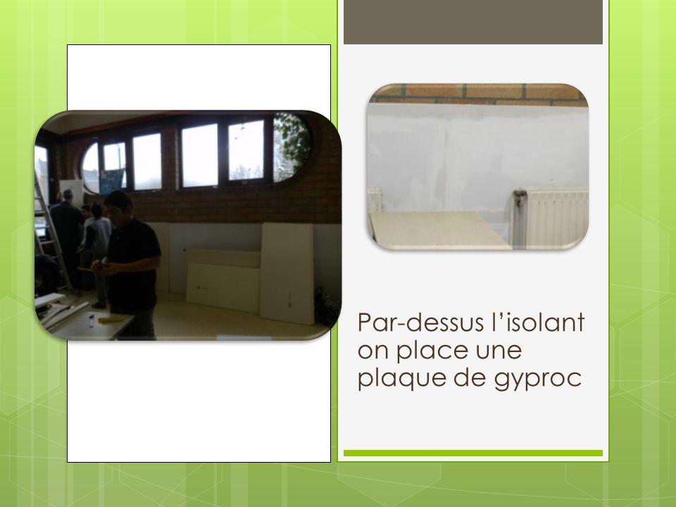Par-dessus l'isolant on place une plaque de gyproc