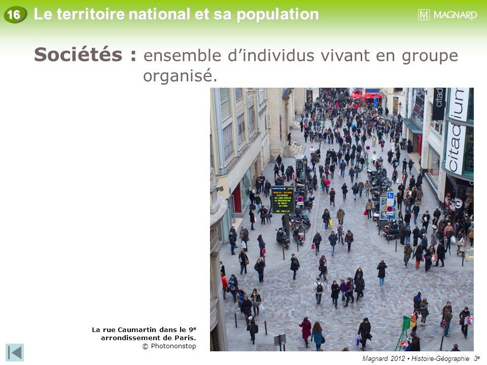 Magnard 2012 Histoire-Géographie 3 e Le territoire national et sa population 16 Sociétés : ensemble d'individus vivant en groupe organisé. La rue Caum
