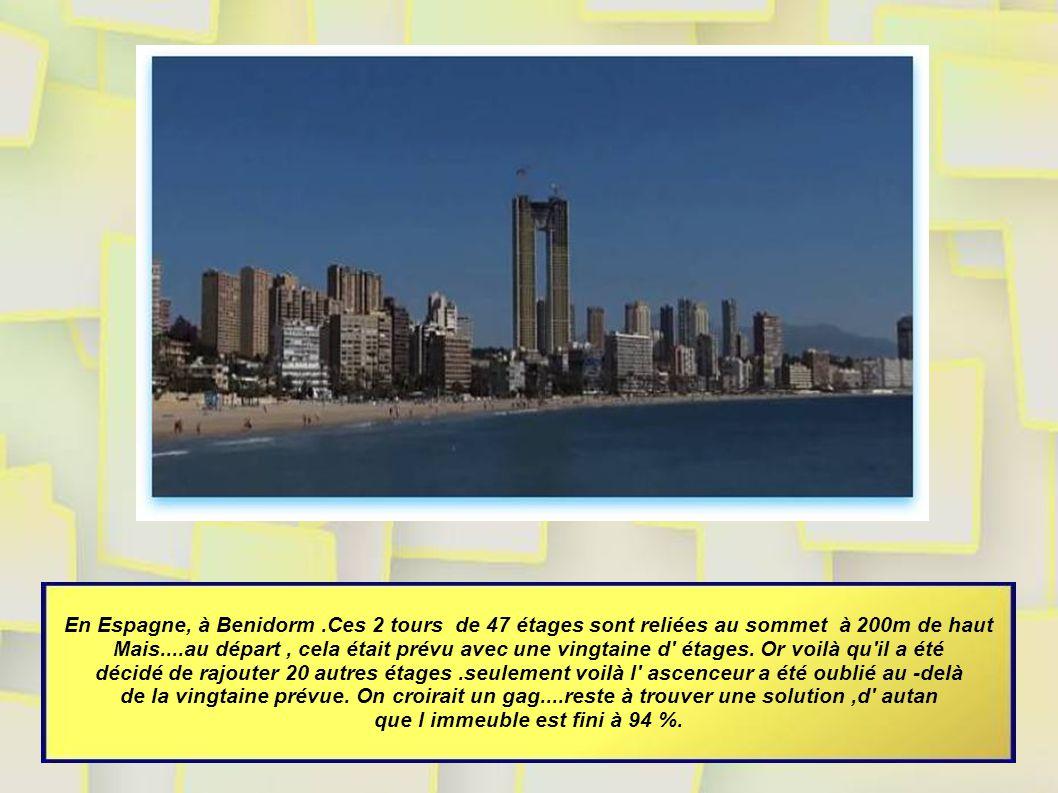 En Espagne, à Benidorm.Ces 2 tours de 47 étages sont reliées au sommet à 200m de haut Mais....au départ, cela était prévu avec une vingtaine d étages.