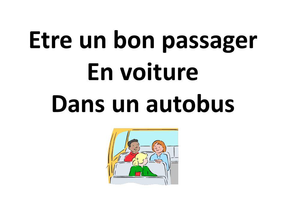 Non, un enfant de moins de dix ans ne peut pas prendre place à l'avant, sauf dans le cas d'un bébé dans un siège auto dos à la route.