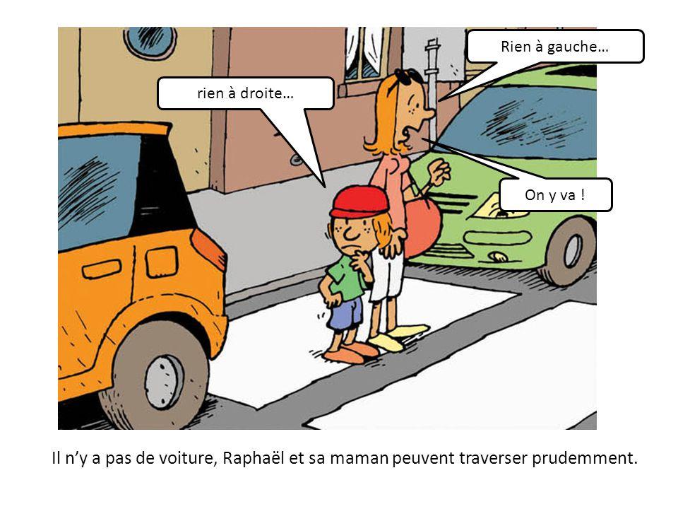 Il n'y a pas de voiture, Raphaël et sa maman peuvent traverser prudemment.
