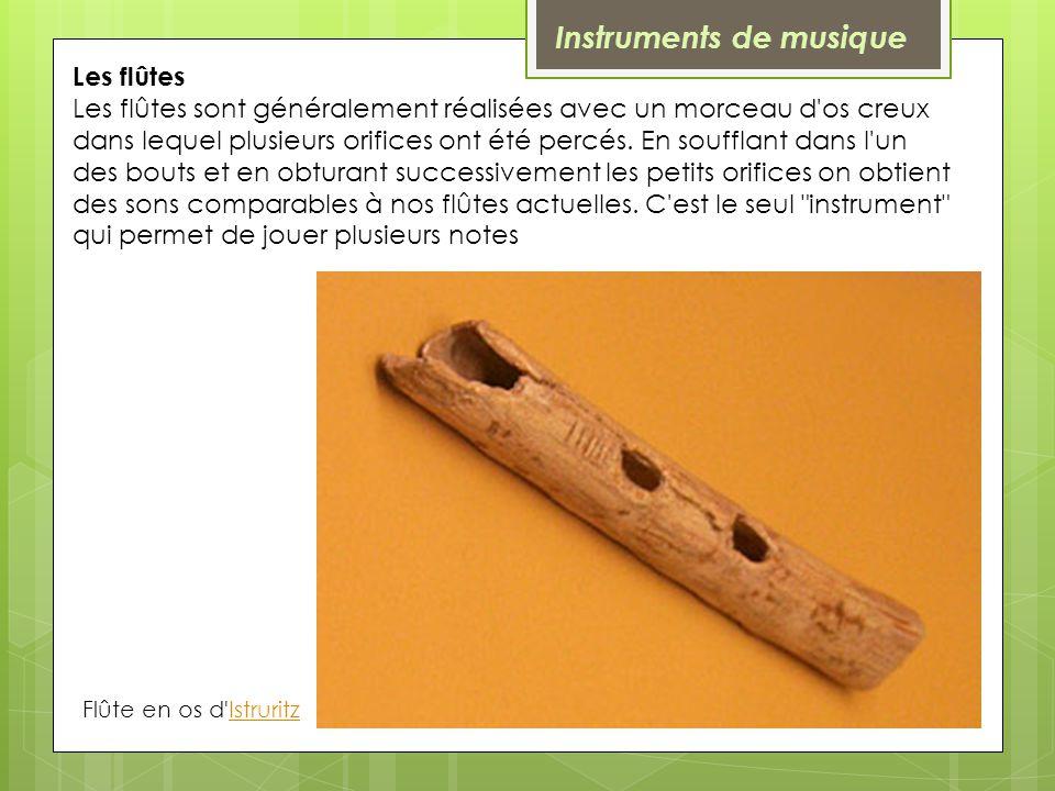 Les flûtes Les flûtes sont généralement réalisées avec un morceau d'os creux dans lequel plusieurs orifices ont été percés. En soufflant dans l'un des