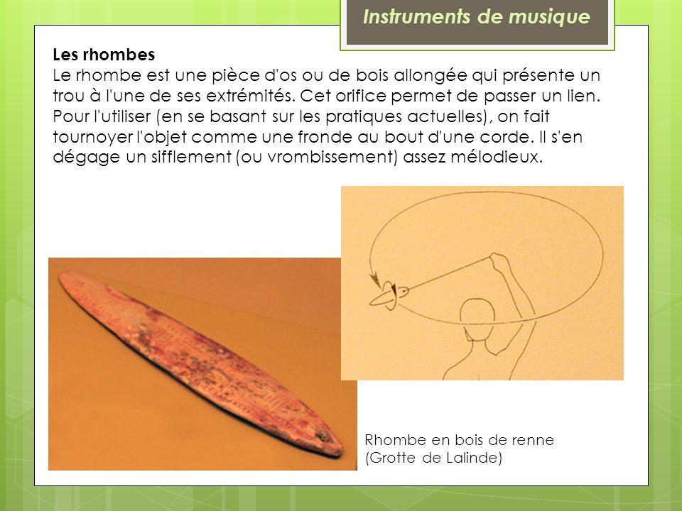 Les rhombes Le rhombe est une pièce d'os ou de bois allongée qui présente un trou à l'une de ses extrémités. Cet orifice permet de passer un lien. Pou