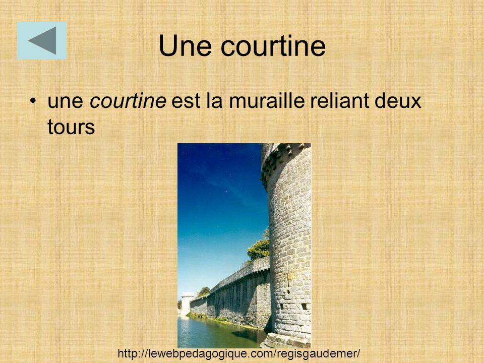 Une courtine une courtine est la muraille reliant deux tours http://lewebpedagogique.com/regisgaudemer/
