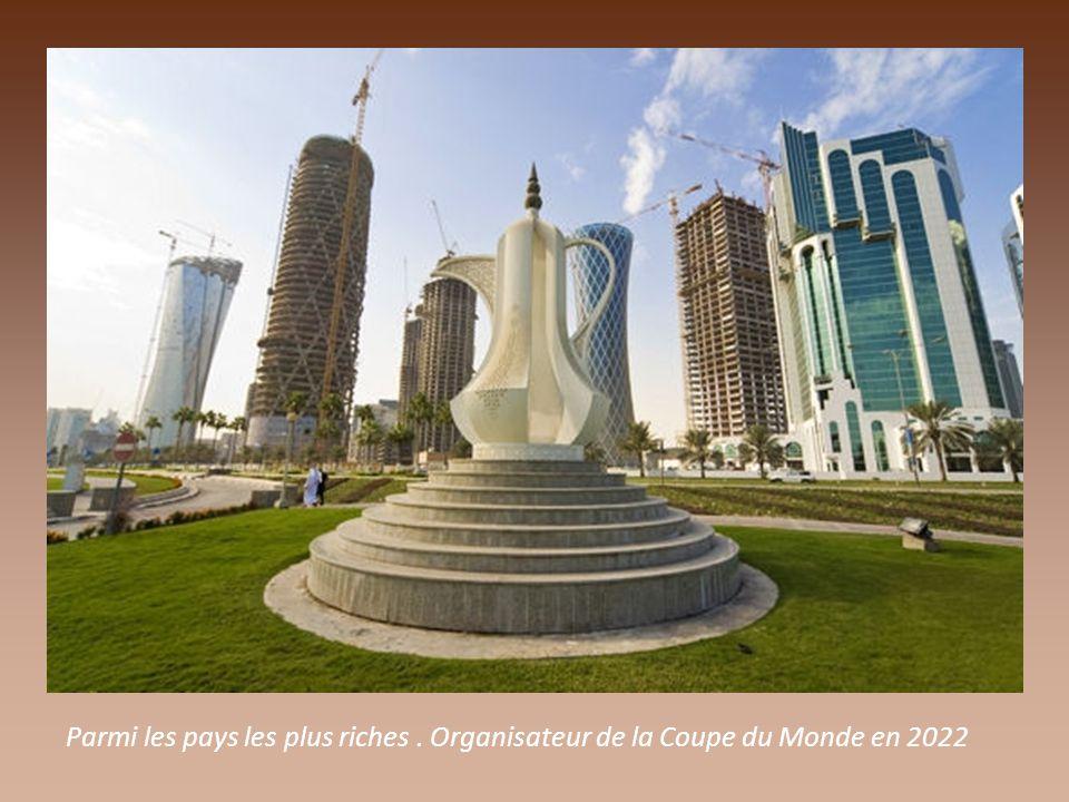 ESCALE AU QATAR Proposée par Jackdidier Situé sur une presqu'ile de 160 km sur 80, en péninsule arabique.
