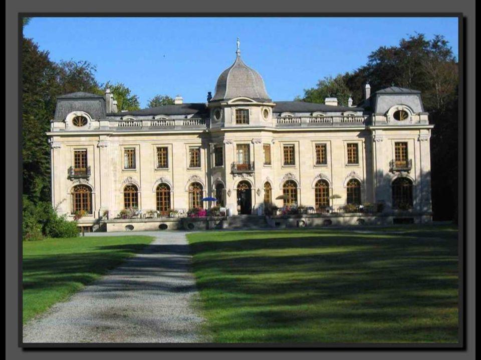 Ce domaine est l un des plus riches, historiquement parlant, et l un des plus beaux du Hainaut.