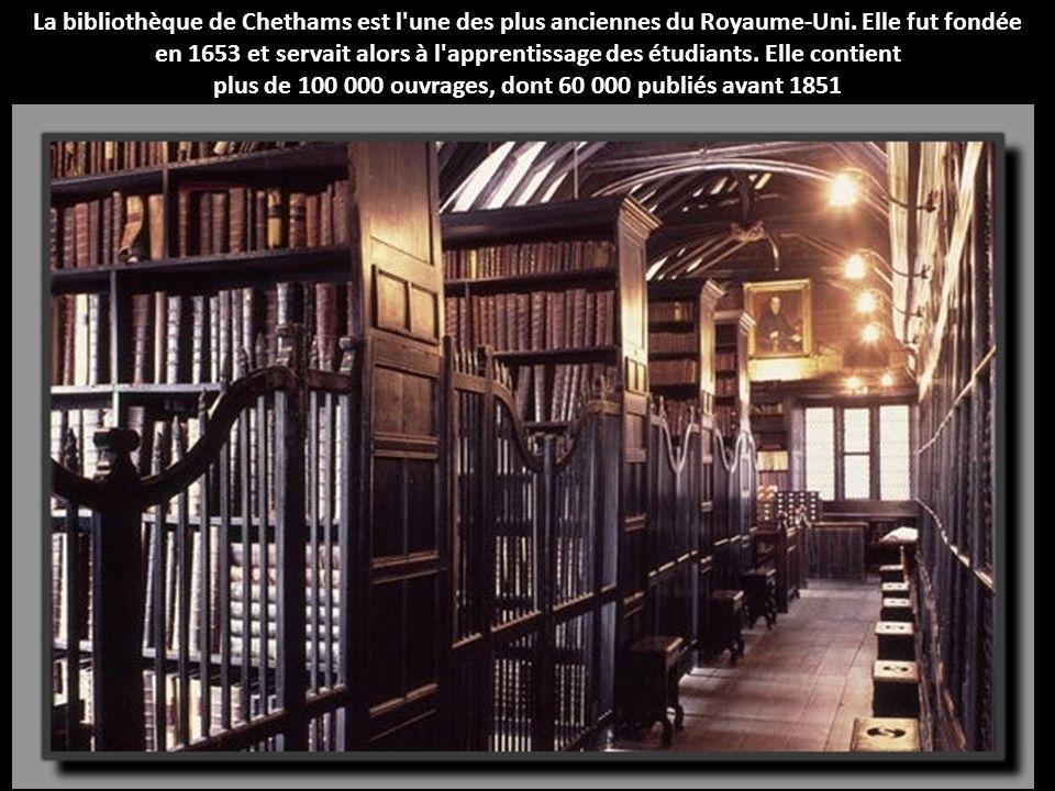 La bibliothèque de Chethams est l'une des plus anciennes du Royaume-Uni. Elle fut fondée en 1653 et servait alors à l'apprentissage des étudiants. Ell