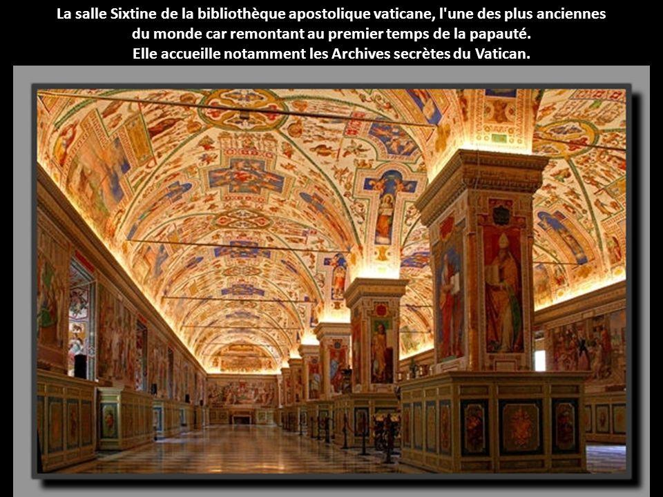 La salle Sixtine de la bibliothèque apostolique vaticane, l'une des plus anciennes du monde car remontant au premier temps de la papauté. Elle accueil