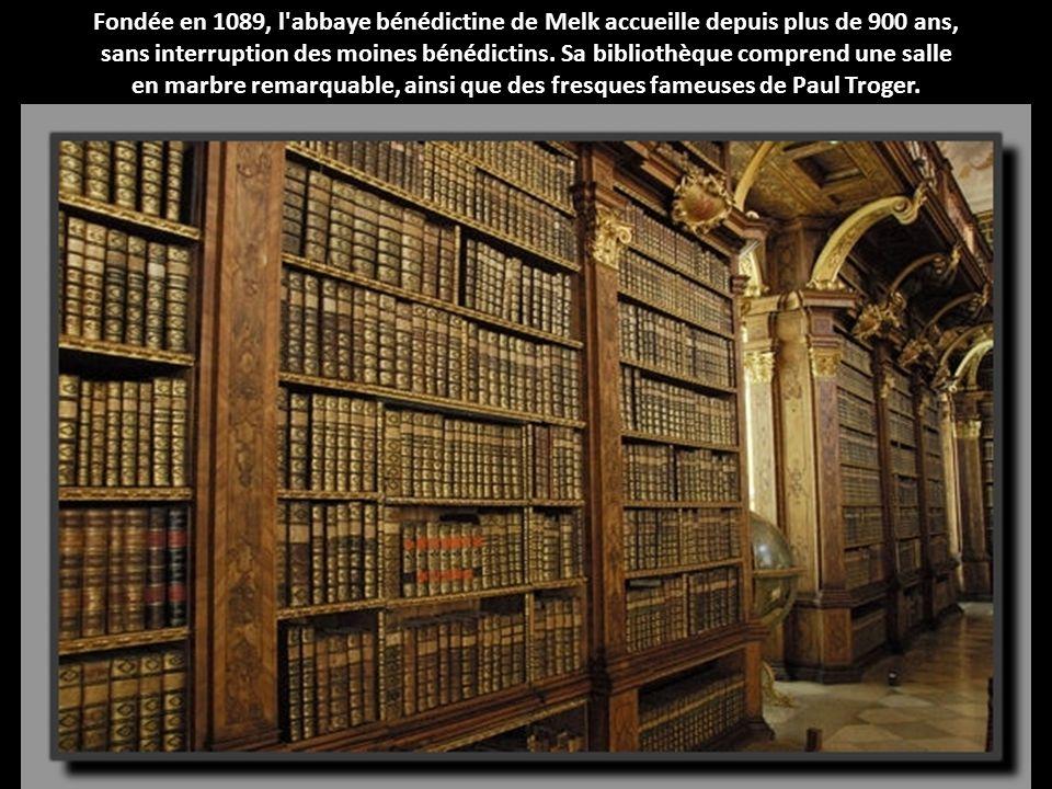 Fondée en 1089, l'abbaye bénédictine de Melk accueille depuis plus de 900 ans, sans interruption des moines bénédictins. Sa bibliothèque comprend une