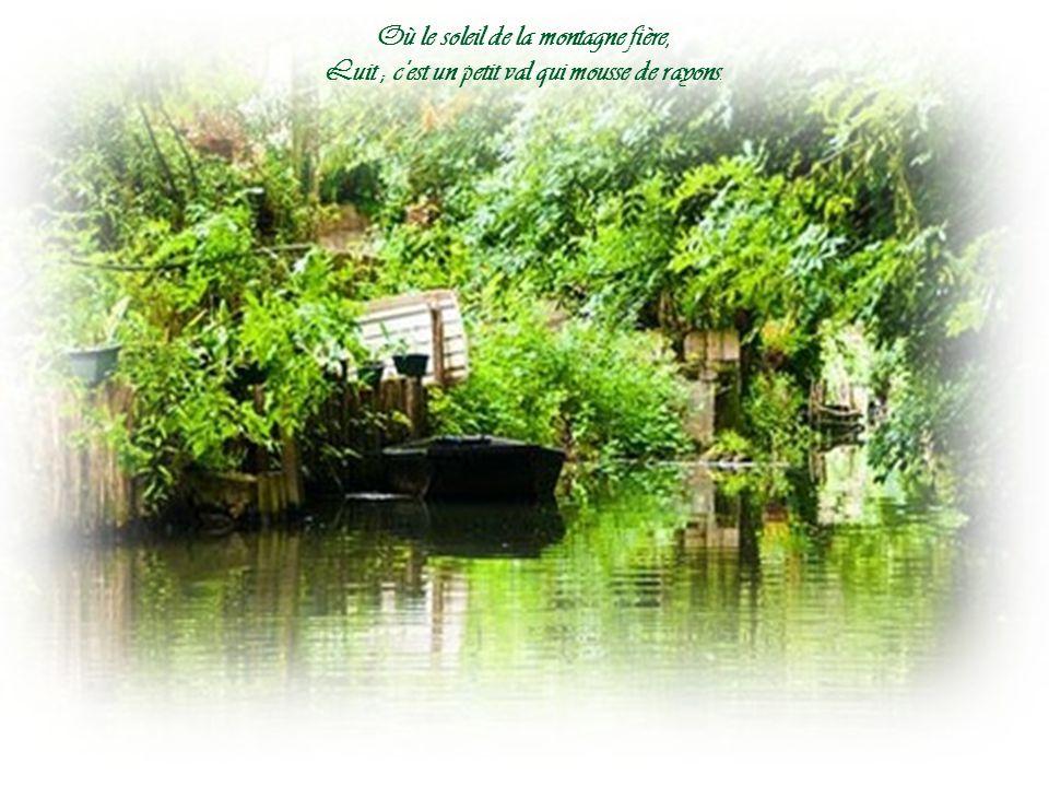 C est un trou de verdure où chante une rivière Accrochant follement aux herbes, des haillons d'argent;