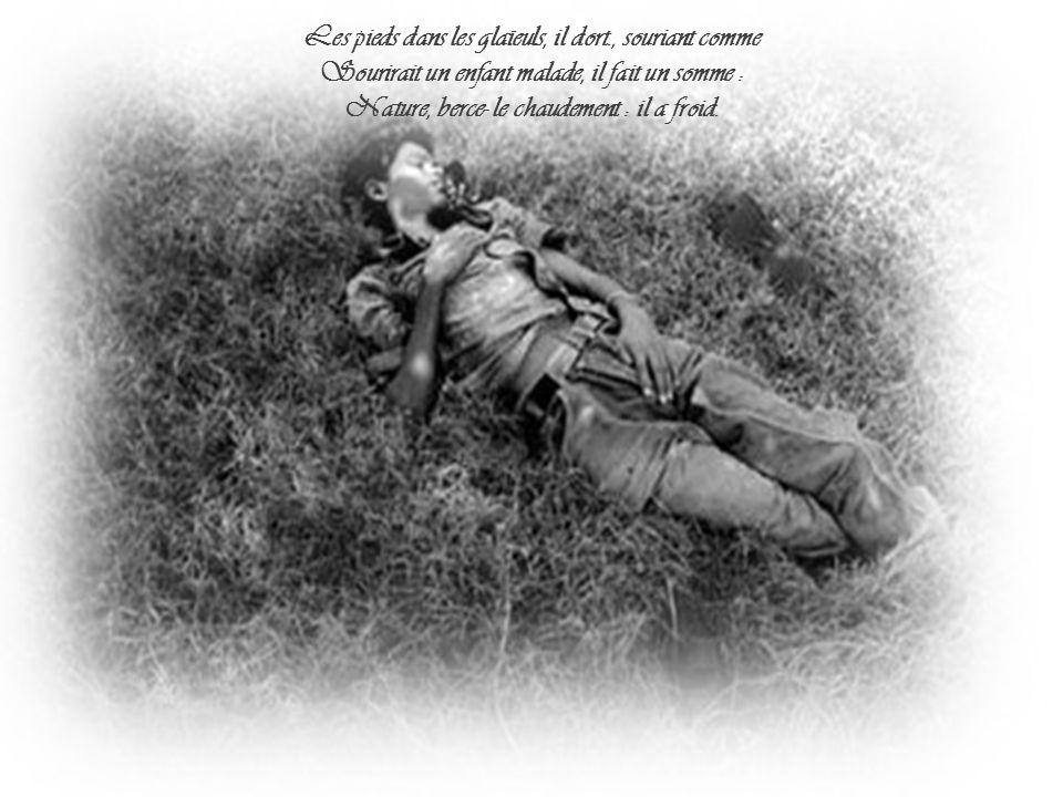 Il est étendu dans l herbe, sous la nue, Pâle dans son lit vert où la lumière pleut.