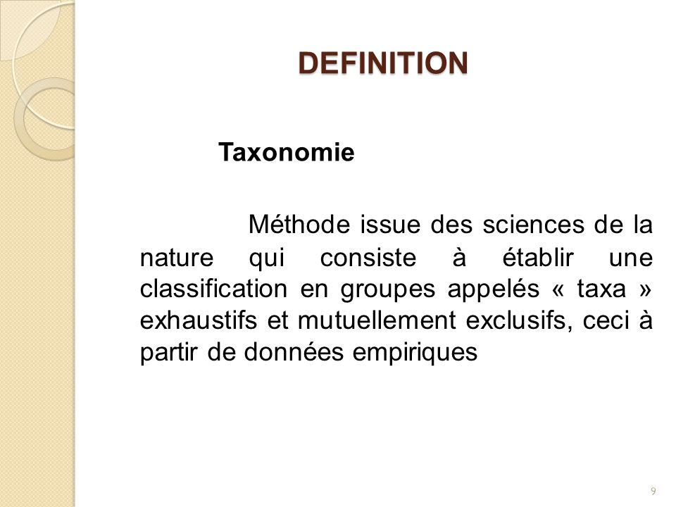 DEFINITION Méthode issue des sciences de la nature qui consiste à établir une classification en groupes appelés « taxa » exhaustifs et mutuellement ex