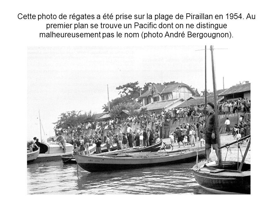 Cette photo de régates a été prise sur la plage de Piraillan en 1954. Au premier plan se trouve un Pacific dont on ne distingue malheureusement pas le