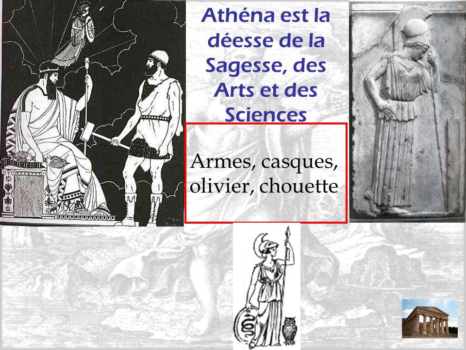 Athéna est la déesse de la Sagesse, des Arts et des Sciences Armes, casques, olivier, chouette