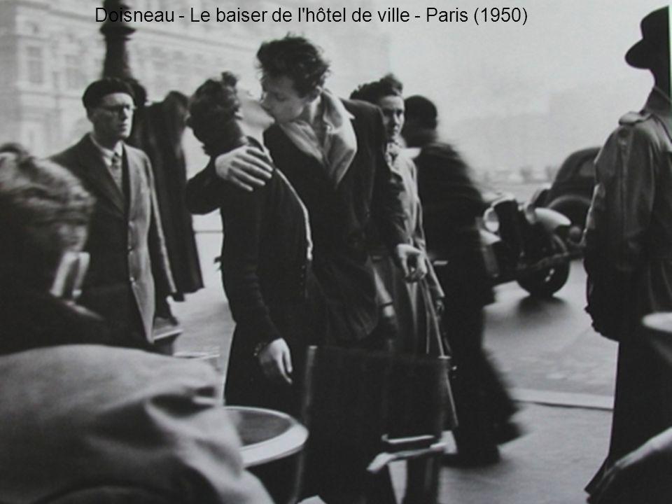 Doisneau - Le baiser de l'hôtel de ville - Paris (1950)