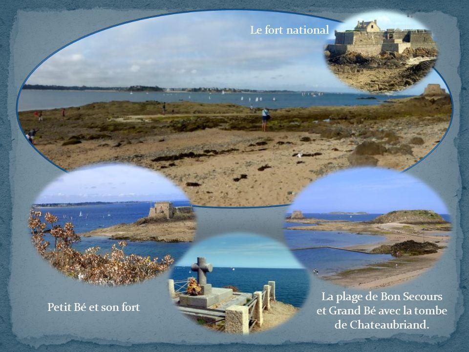 Petit Bé et son fort La plage de Bon Secours et Grand Bé avec la tombe de Chateaubriand.