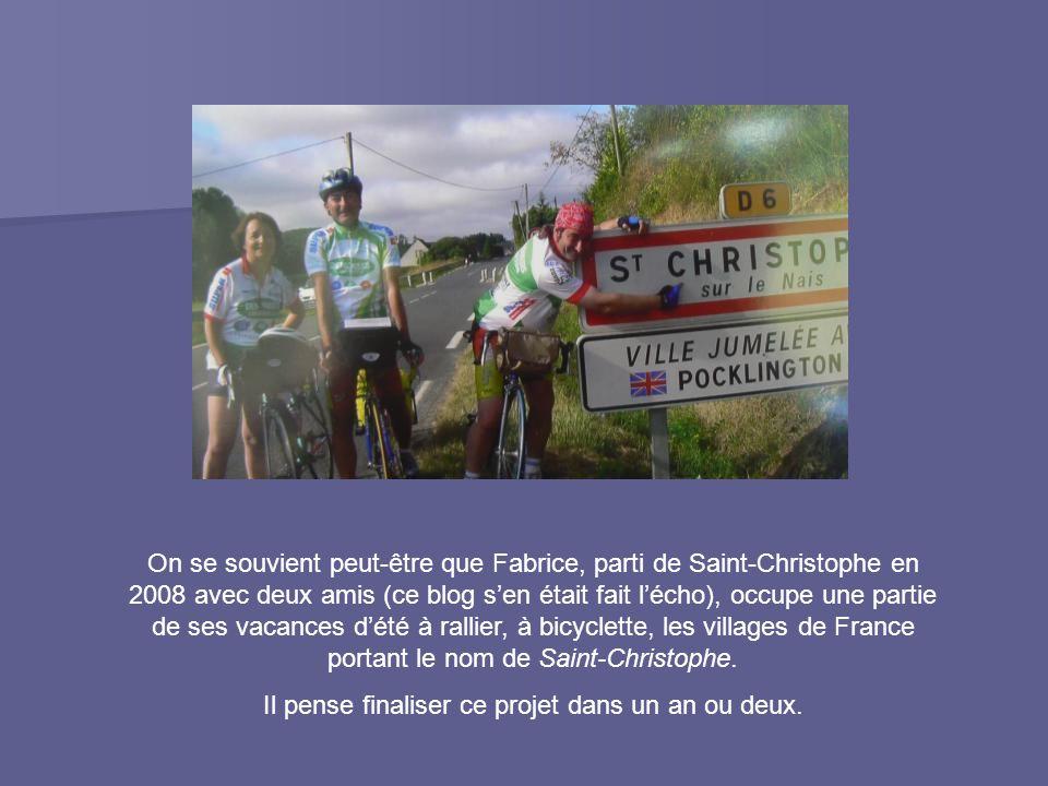 On se souvient peut-être que Fabrice, parti de Saint-Christophe en 2008 avec deux amis (ce blog s'en était fait l'écho), occupe une partie de ses vacances d'été à rallier, à bicyclette, les villages de France portant le nom de Saint-Christophe.