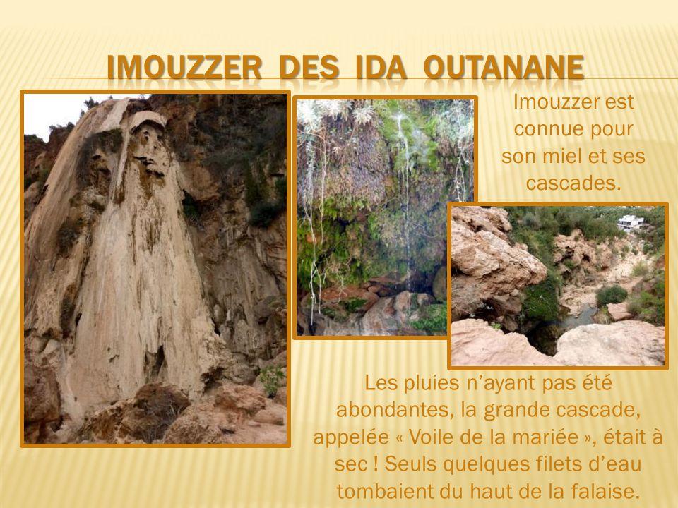 D'Aourire au nord d'Agadir jusqu'à Imouzzèr, la route serpente dans le lit des gorges d'un affluent de l'Asif Tamraght et traverse de beaux paysages.