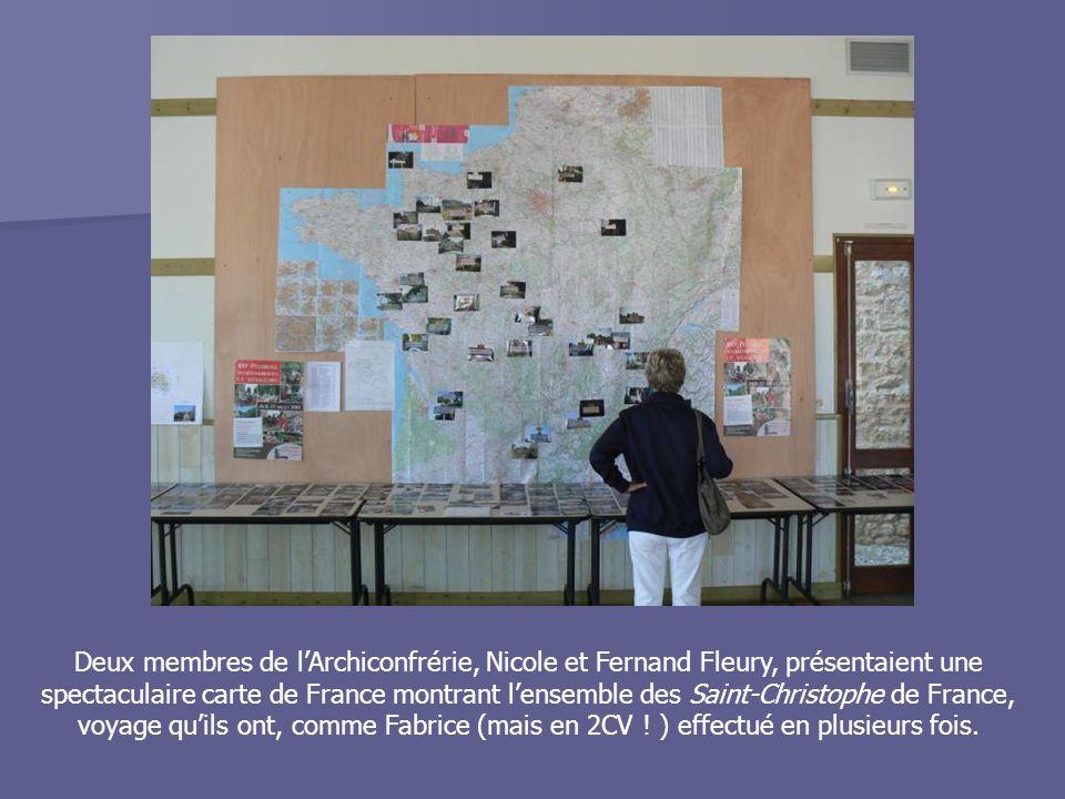 Deux membres de l'Archiconfrérie, Nicole et Fernand Fleury, présentaient une spectaculaire carte de France montrant l'ensemble des Saint-Christophe de France, voyage qu'ils ont, comme Fabrice (mais en 2CV .
