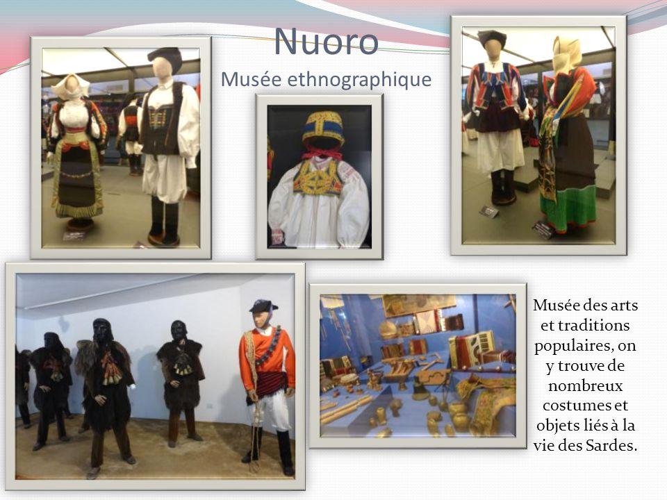 Luras Petit musée local Ce petit musée, œuvre d'un particulier attaché à la culture locale, regroupe divers objets de la vie quotidienne et des traditions ancestrales comme l'accabadora que l'on voit dans la chambre à coucher avec son marteau en bois.