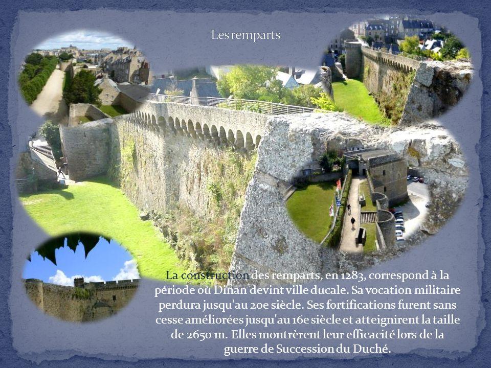 Sous-préfecture des Côtes d'Armor, Dinan, point stratégique pour la circulation entre la Normandie et la côte nord de Bretagne, est construite princip