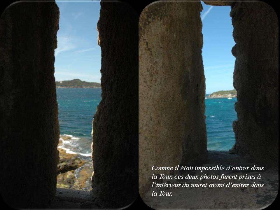 Comme il était impossible d'entrer dans la Tour, ces deux photos furent prises à l'intérieur du muret avant d'entrer dans la Tour.