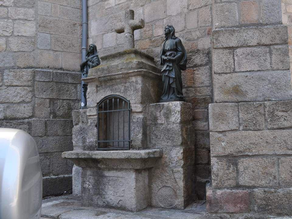 La première ville que nous traversons a un nom charmant : Sainte Sigolène. C'est un nom qui chante…