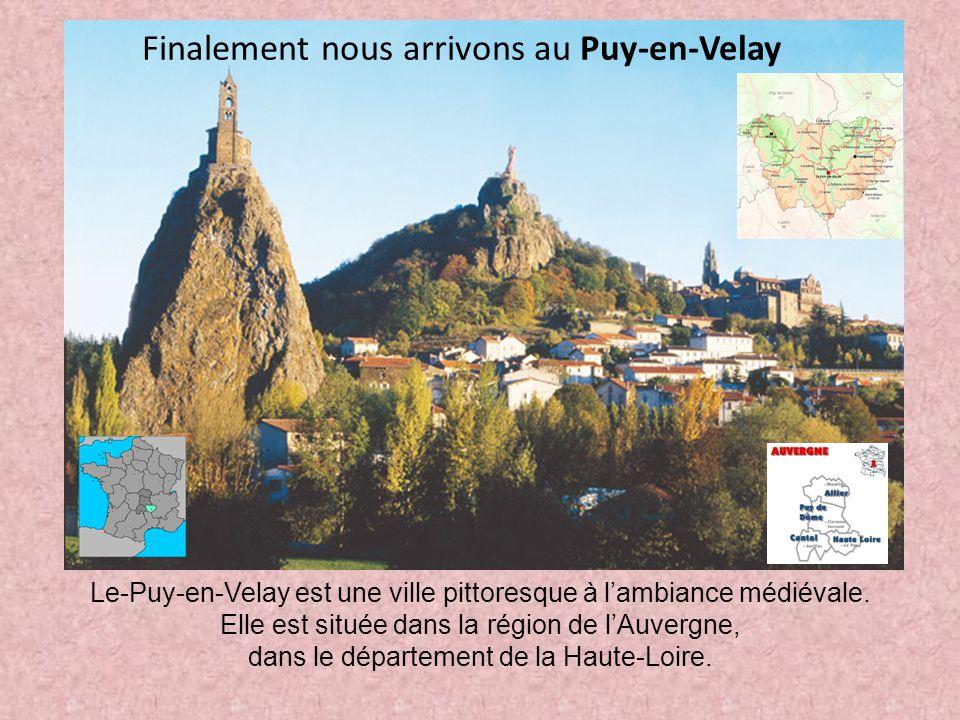 Le-Puy-en-Velay est une ville pittoresque à l'ambiance médiévale. Elle est située dans la région de l'Auvergne, dans le département de la Haute-Loire.