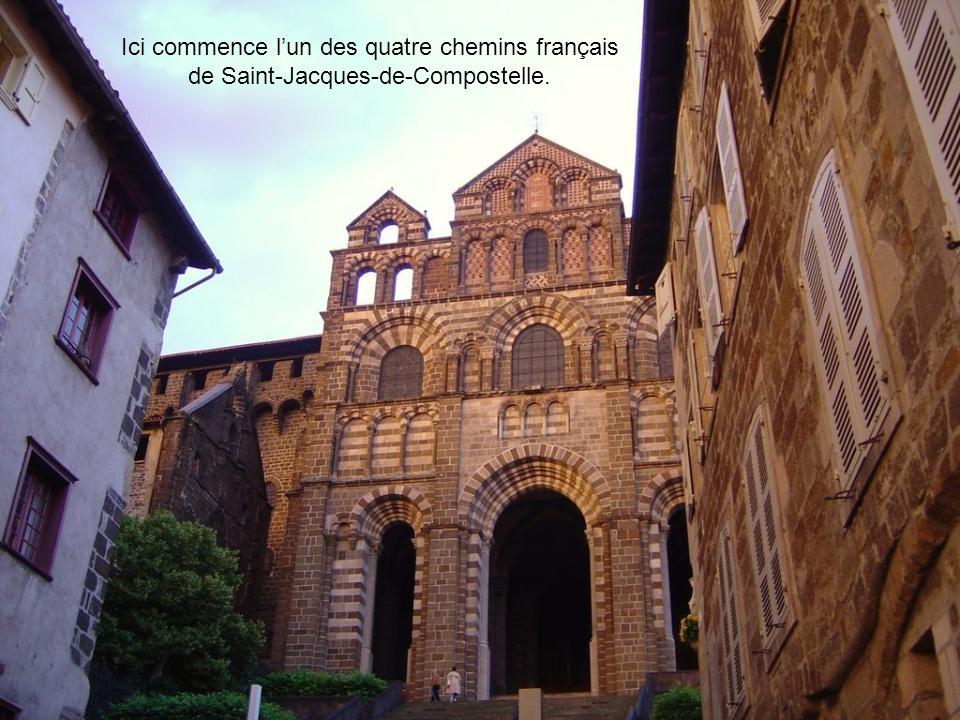 Ici commence l'un des quatre chemins français de Saint-Jacques-de-Compostelle.
