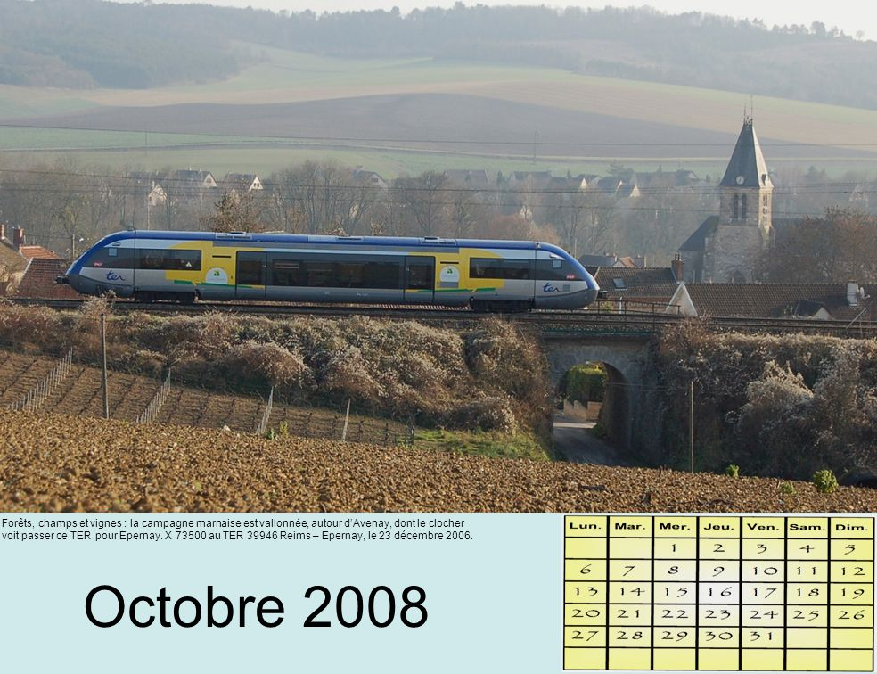 Octobre 2008 Forêts, champs et vignes : la campagne marnaise est vallonnée, autour d'Avenay, dont le clocher voit passer ce TER pour Epernay.
