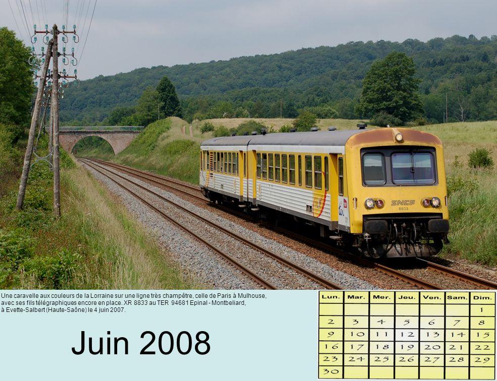 Juin 2008 Une caravelle aux couleurs de la Lorraine sur une ligne très champêtre, celle de Paris à Mulhouse, avec ses fils télégraphiques encore en place.
