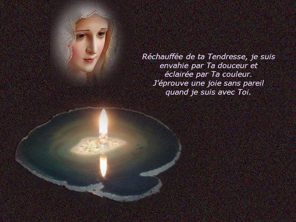 Tu dégages, Ma Très chère Maman du ciel, une aura de Bonheur, où que je sois, quoi que je fasse, tu es Présente en moi, c'est Toi qui agit et vit en moi.
