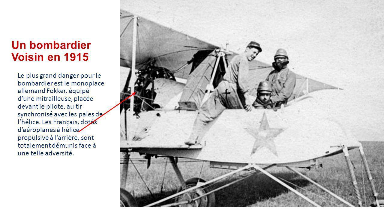 Un bombardier Voisin en 1915 Le plus grand danger pour le bombardier est le monoplace allemand Fokker, équipé d'une mitrailleuse, placée devant le pilote, au tir synchronisé avec les pales de l'hélice.