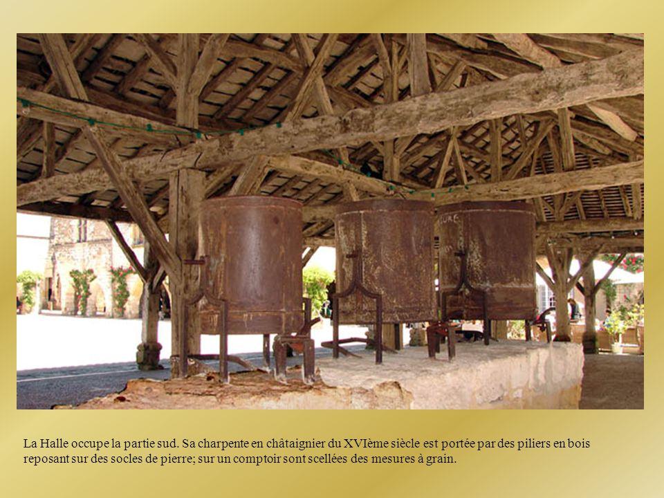 A l'origine les maisons étaient en bois; par crainte des incendies, on les reconstruisit en pierre.