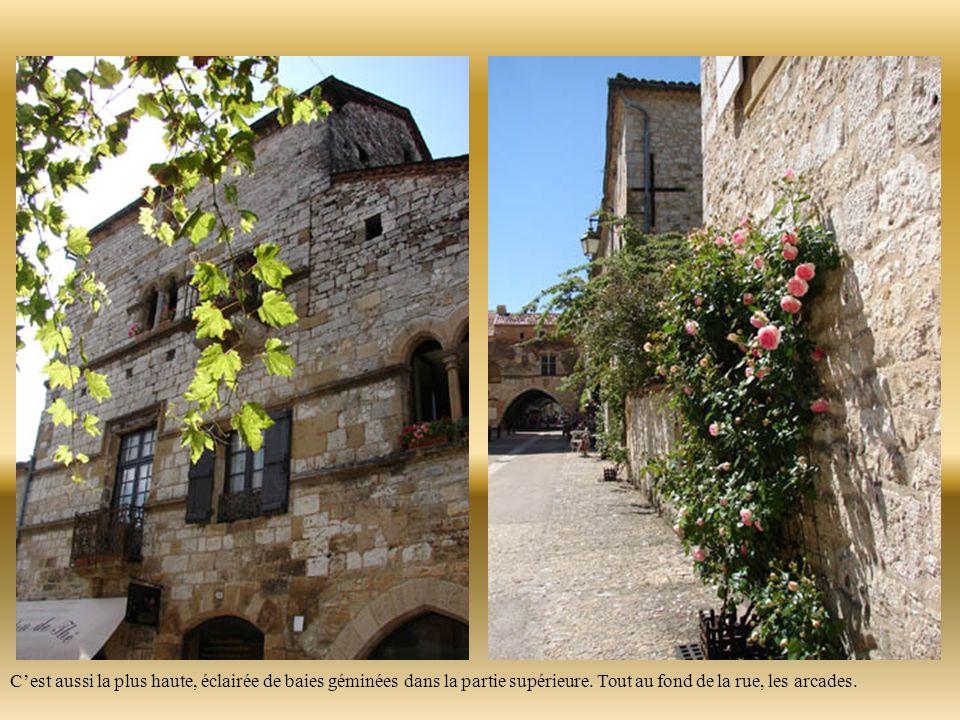 Créée en 1292, la maison dite du « chapitre », la plus ancienne du village, servait de « grange aux dîmes », on y entreposait les récoltes réquisitionnées pour l'impôt.