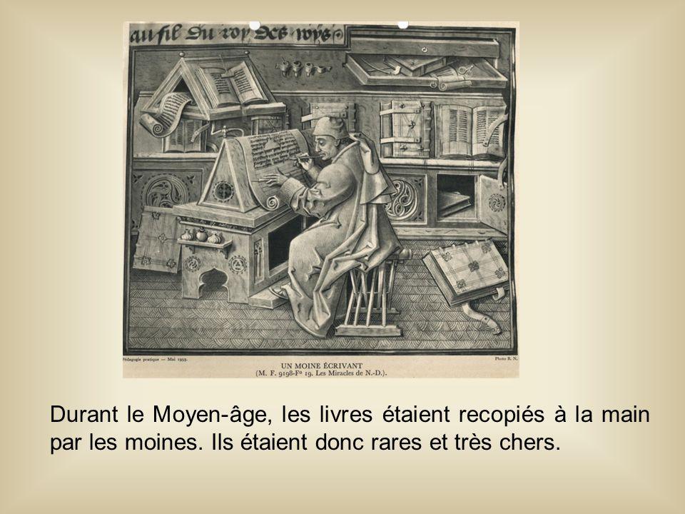 Durant le Moyen-âge, les livres étaient recopiés à la main par les moines. Ils étaient donc rares et très chers.