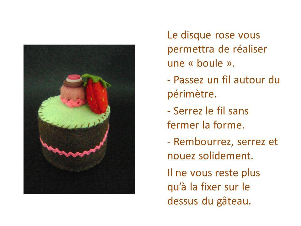 Gâteau rectangulaire Tracez : -3 rectangles de 10 x 6 cm dans la feutrine marron -1 rectangle de 10 x 6 cm dans la feutrine bleue -2 rectangles de 6 x 6 cm dans la feutrine marron